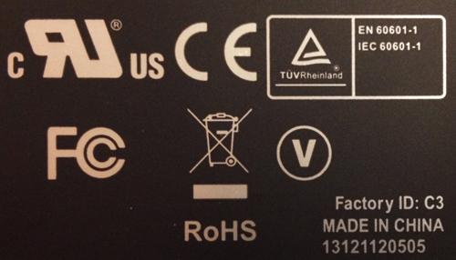 Certificatielabel op de adapter van een medische panel PC