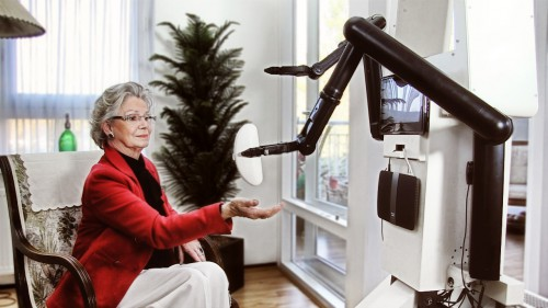 ROSE overhandigt een brillenkoker
