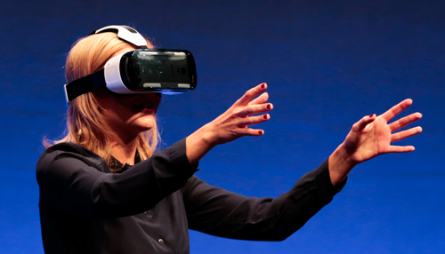 """Een VR-bril wordt ook wel een """"head-mounted display"""" genoemd."""